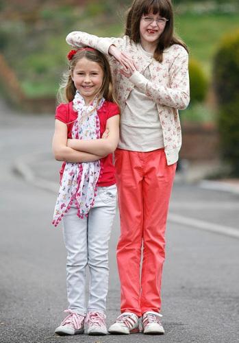 霍林斯/6岁的霍林斯身高已经和12岁的女孩差不多