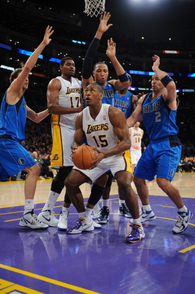 爆笑体育nba特辑_NBA趣图:众星热议阿泰肘击哈登 詹韦一起玩上腿-搜狐体育