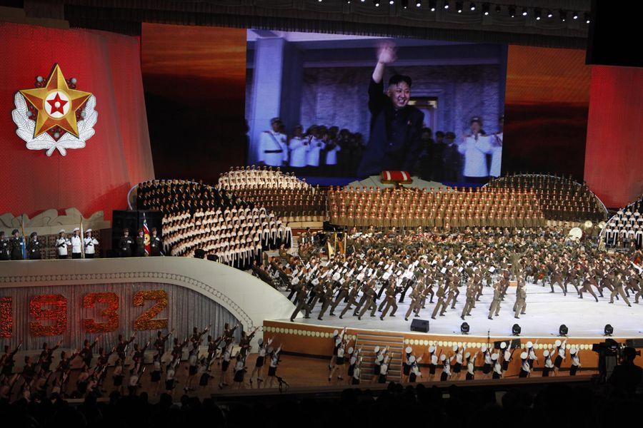 朝鲜 平壤/当地时间4月24日,朝鲜平壤,朝鲜举行大型文艺演出,庆祝建军...