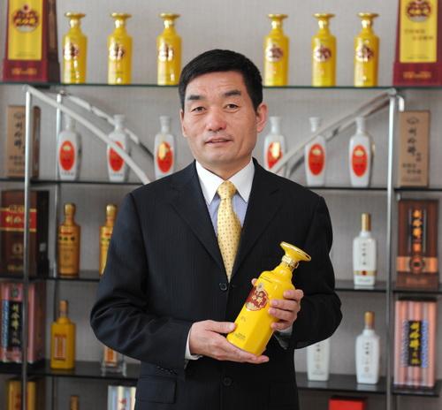 图一:中国巨力集团刘伶醉酿酒股份有限公司总裁姚军战介绍刘伶醉酒的
