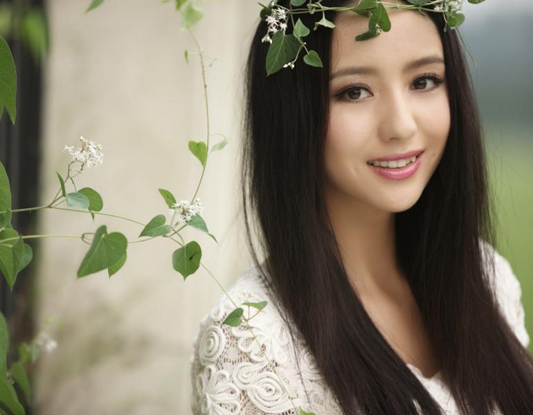 杨幂 佟丽娅/佟丽娅,中国大陆女演员,新疆人。
