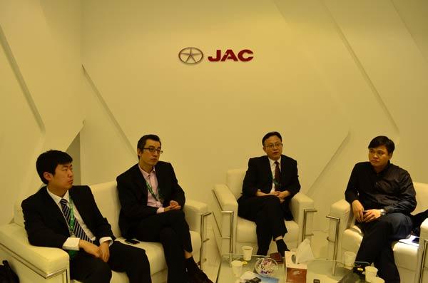 江淮汽车多功能商用车公司领导和芒果网北京部负责人接受媒体联合专访