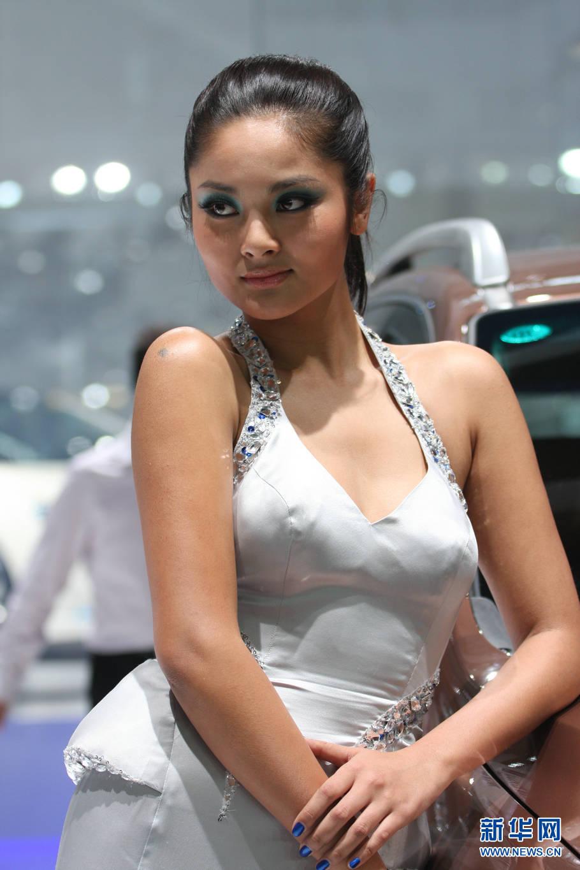 车展上的漂亮模特,身材非常棒,撩发姿势很迷人! 腾讯视频
