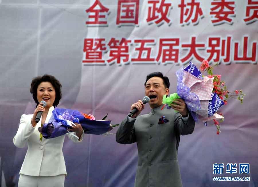李胜素 于魁智/全国政协委员中国东方演艺集团董事长顾欣演唱《共和国之恋》