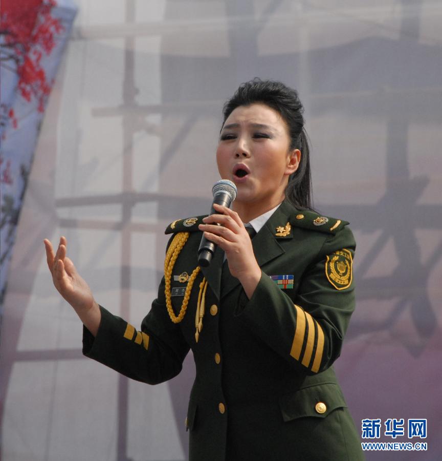 王静 李杨 宋春丽/中国东方演艺集团演员表演《鼓舞东方》