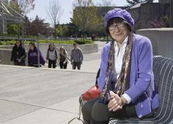 加拿大85岁老人上大学获本科硕士学位(图)