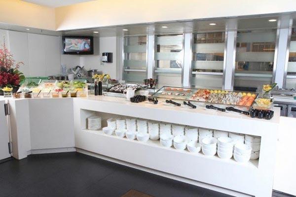 晚市自助餐的瞩目点莫过于海鲜柜台,冻海鲜新鲜选择多,刺身丰厚美味。