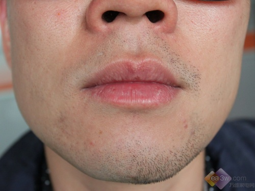 右脸剃须,两侧对比