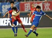 图文:[中超]舜天5-1建业 徐洋在比赛中进攻