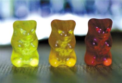 2001年3月15日,位于奥地利林茨(Linz)的Haribo公司展示有明胶成分的橡皮糖。资料图片