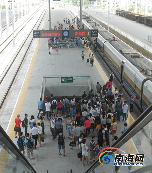 """三亚汽车站迎来""""五一""""客运小高峰(南海网记者刘丽萍摄)"""