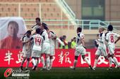 图文:[中超]中能0-1人和 人和全队庆贺胜利