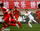 图文:[中超]中能0-1人和 杨昊奋力争抢