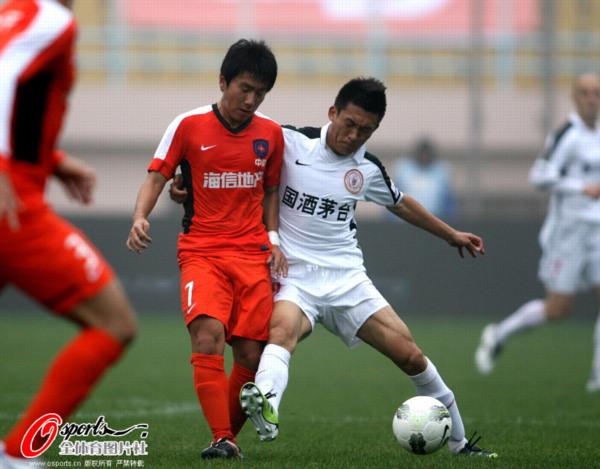 图文:[中超]中能0-1人和 姚江山力战对手