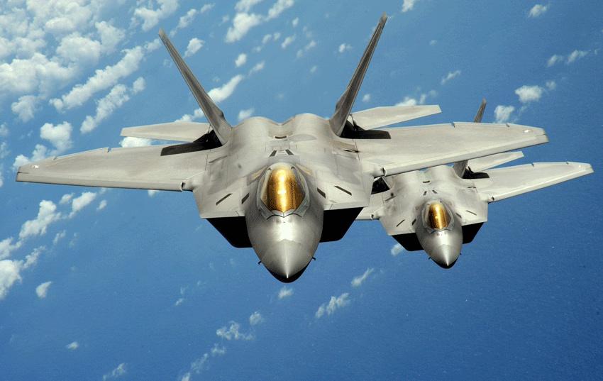 """美国空军两架f-22型""""猛禽""""战斗机编队飞行"""