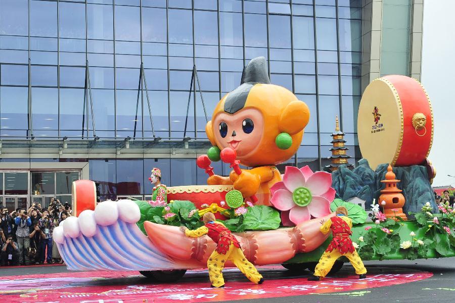 杭州举办动漫节彩车巡游活动(组图)图片