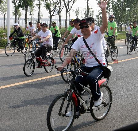 享受快乐 千人骑自行车倡导绿色-渭河生态景观区正式开园图片