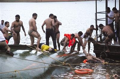 2009年9月30日,印度西南部喀拉拉邦发生沉船事故,造成至少37人死亡。资料图片
