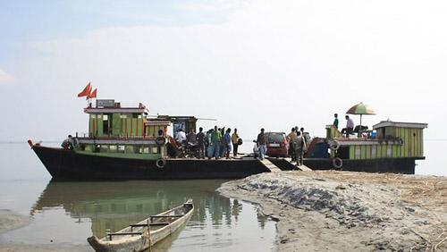 一艘在布拉马普特拉河上的渡轮资料图