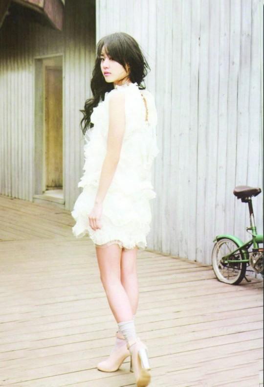 白色高跟鞋肉色丝袜_白色高跟鞋配短裙穿肉色裤袜还是黑色丝袜好看?