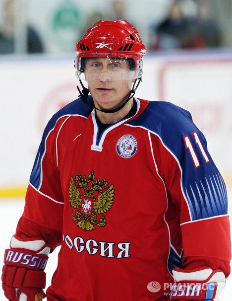 普京玩冰球