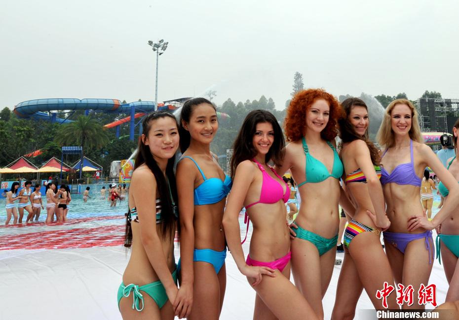 广州千名比基尼美女排出2012字形组图 搜狐
