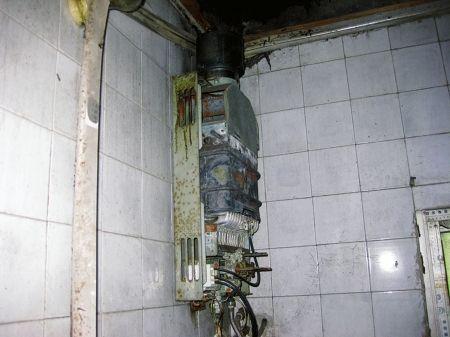 发生事故后的热水器。