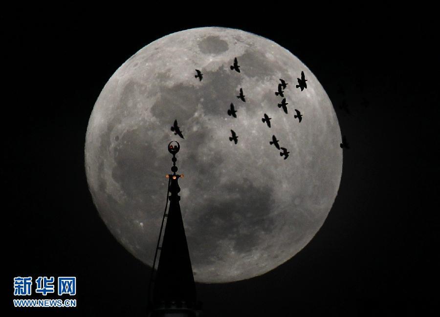 地球与月球之间的距离为全年最