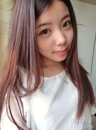 花儿选手:任君竹 明星:韩红   相似度 ★★★☆☆   清爽的短发,戴图片