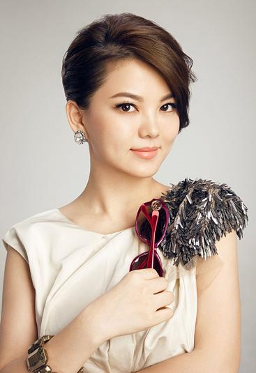 李湘晒_当年的李湘北京广播学院毕业,阴差阳错地加入湖南电视台新制作的
