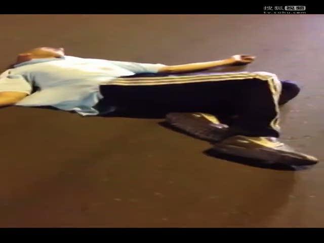 北京 田莹羽/视频:老外北京街头强暴中国女孩被群殴