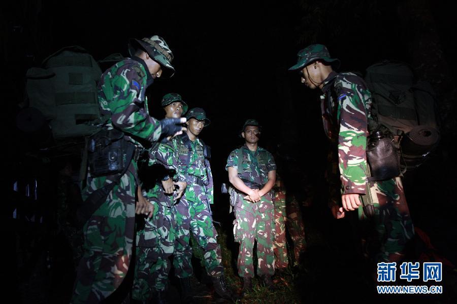 5月10日,在印度尼西亚西爪哇省,印尼军人在萨拉山和哈利蒙山附近