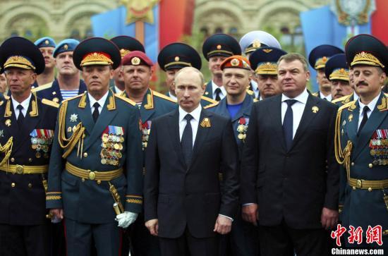 """普京与奥巴马通电话 决定继续""""重启""""俄美关系"""