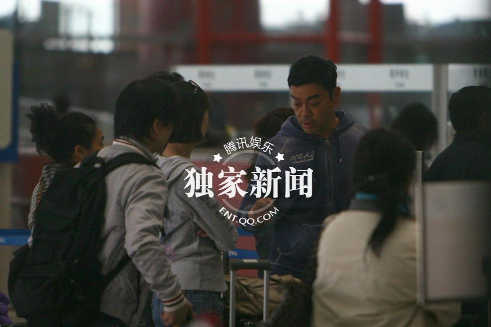 郭蔼明 刘青云/刘青云郭蔼明恩爱离京结婚13年感情依旧