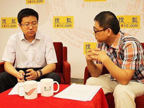 华商主题精选拟任基金经理梁永强先生(左侧)