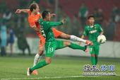 图文:[中超]国安2-1人和 贵州进球瞬间