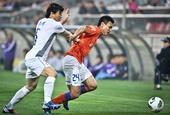 图文:[中超]泰达2-0胜鲁能 吕征李玮锋拼抢