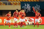图文:[中超]实德3-1恒大 客队庆祝进球