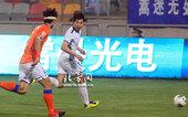 图文:[中超]泰达2-0胜鲁能 刘金东防守
