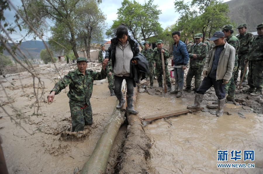 甘肃岷县冰雹暴洪灾害已致37人死亡 各方全力