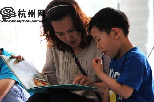 妈妈教我看书