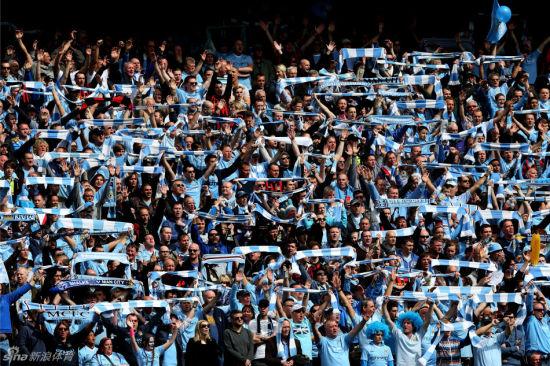 曼城球迷沸腾了图片来源:新浪体育