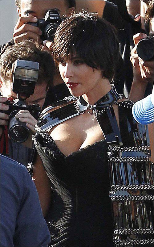 金卡戴珊片场拍写真变激情男友和女生短发热v片场拉稀美女作文图片