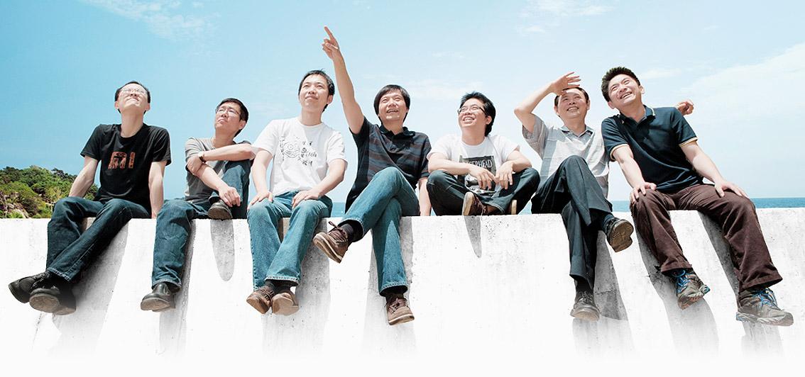 """小米推出""""青春版""""低配手机 售价1499元(图)"""