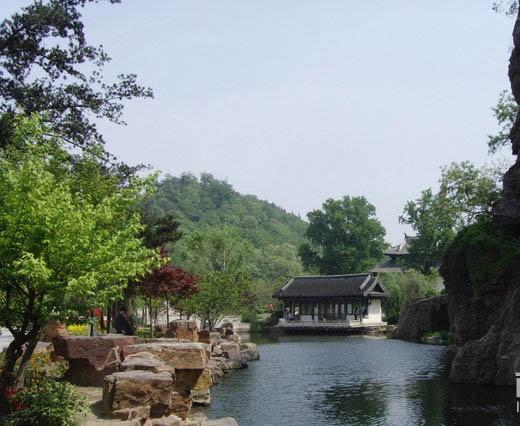 狼山风景区位于南通城南六公里长江沿岸的狼山