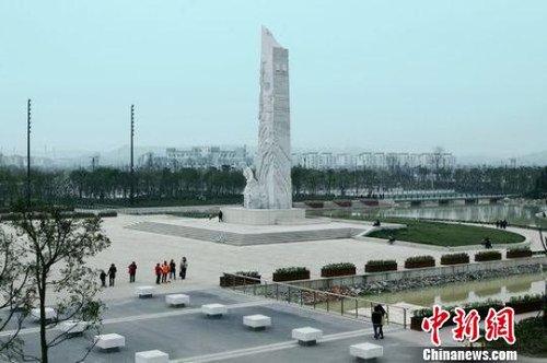 震后四年,北川重生,旅游成为当地发展振兴的重要产业。图为北川新县城新生广场一角。刘政摄
