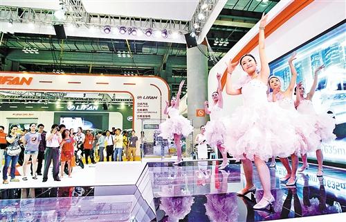18日,重庆国际会展中心,渝洽会·城乡一体发展项目专场推介会举行。 特约摄影 梅喻鑫