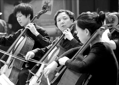 """与自己的大提琴乐团编排了一套相当""""亲民""""的曲目,帕阿贝尔的《卡农》"""
