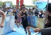 图文:嘉峪关国际铁人三项赛 姜智航在比赛中
