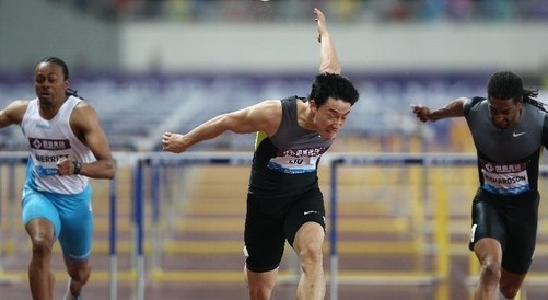 刘翔钻石联赛上海站12秒97夺冠,霸气归来重回巅峰。刘翔12秒97,刘翔自从北京奥运伤退后,再次跑进13秒内,12秒97,刘翔霸气归来,重回巅峰。